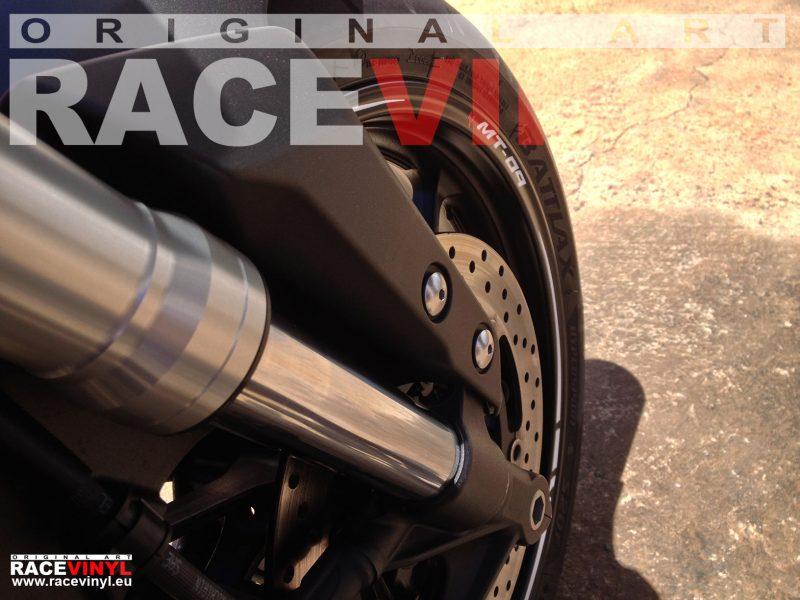 Yamaha MT 09 FZ9 detalle 02 rueda delantera pegatina llanta moto rueda vinilo adhesivo rim sticker stripe kit adhesive vinyl tuning
